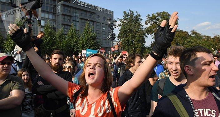 Russos protestando contra reforma de Previdência em Moscou