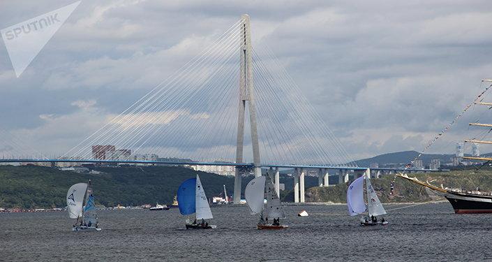 Melhores veleiros russos competem na baía de Ayaks, em Vladivostok, em 12 de setembro