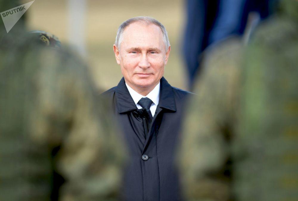 Presidente russo Vladimir Putin no polígono Tsugol