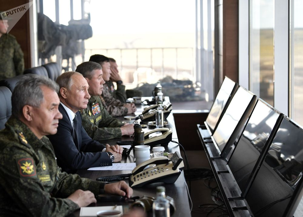 Presidente russo Vladimir Putin acompanha as manobras militares Vostok 2018 das Forças Armadas russas, mongóis e chinesas
