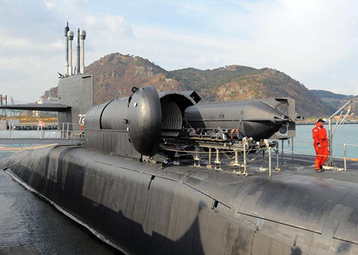 Submarino nuclear americano da classe Ohio no porto de Busan, Coreia do Sul