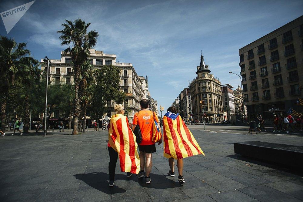 Participantes no ato de apoio à independência da Catalunha em Barcelona, em 11 de setembro