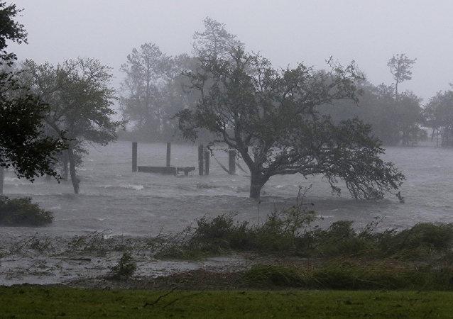 Ventos fortes foram registrados após a chegada da tempestade Florence em Swansboro, na Carolina do Norte (EUA)