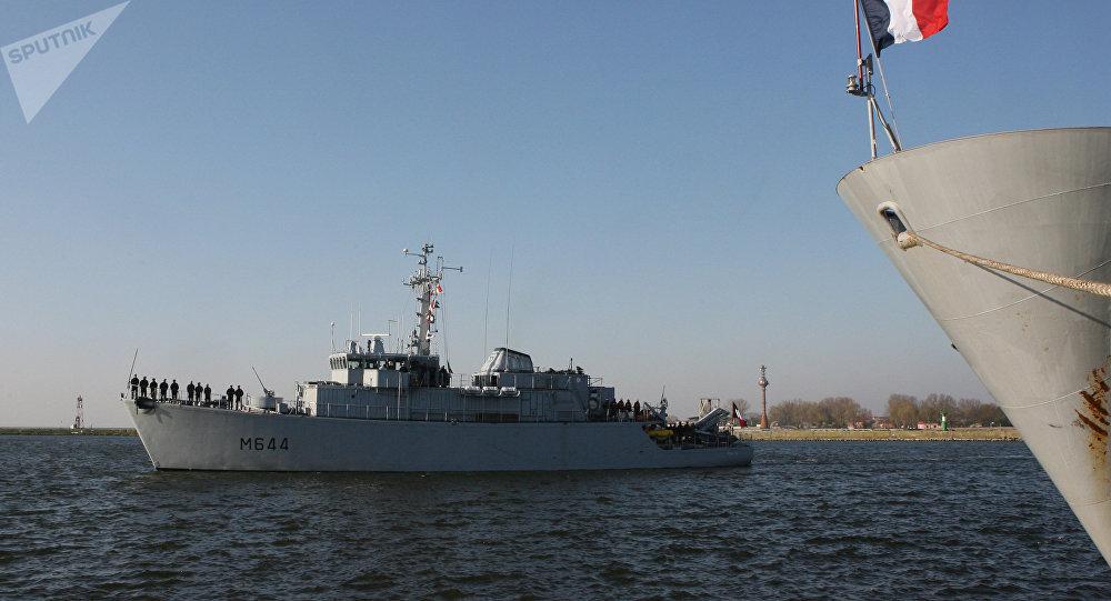 Um navio da Marinha francesa durante exercícios (arquivo)