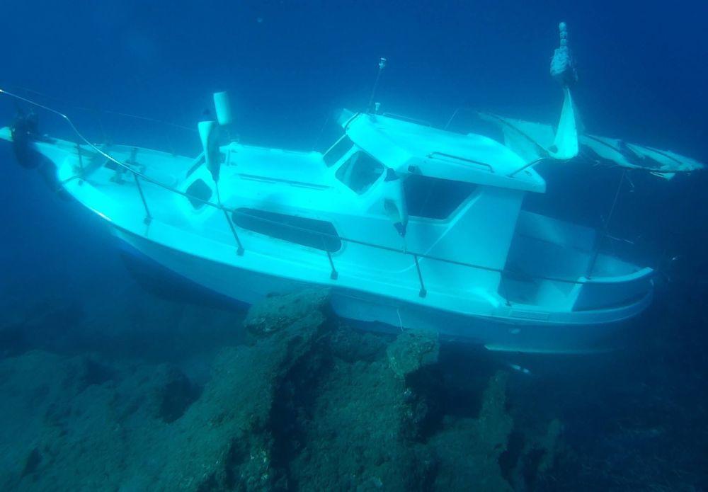 Iate turco que transportava migrantes se encontra afundado perto de Samos, ilha na Grécia