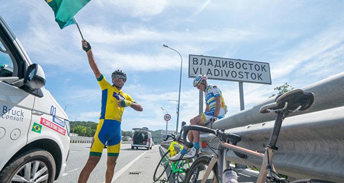 Ciclista brasileiro Marcelo Florentino Soares durante a Red Bull Trans-Siberian Extreme