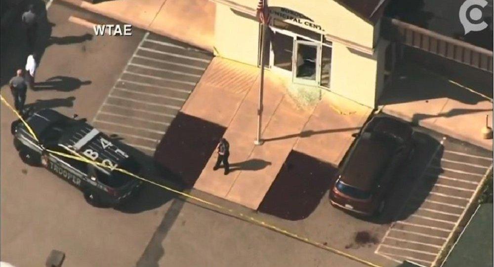 Policiais respondem a uma chamada após tiroteio em Masontown, condado de Fayette, Pensilvânia, em 19 de setembro de 2018