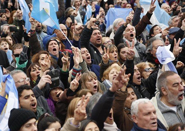 Manifestações contra a decisão do governo argentino de pedir ajuda ao FMI, Buenos Aires