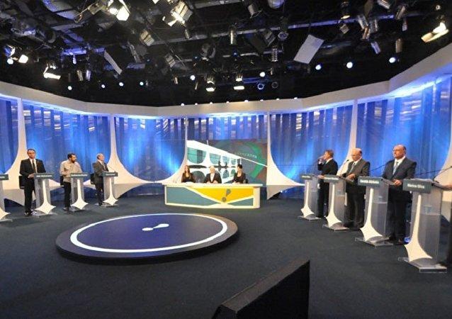 Candidatos a presidente do Brasil durante debate na RedeTV! em 17 de agosto de 2018