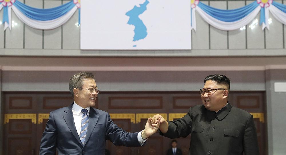 Encontro do presidente sul-coreano, Moon Jae-in, com o líder da Coreia do Norte, Kim Jong un, em Pyongyang, em 19 de setembro de 2018