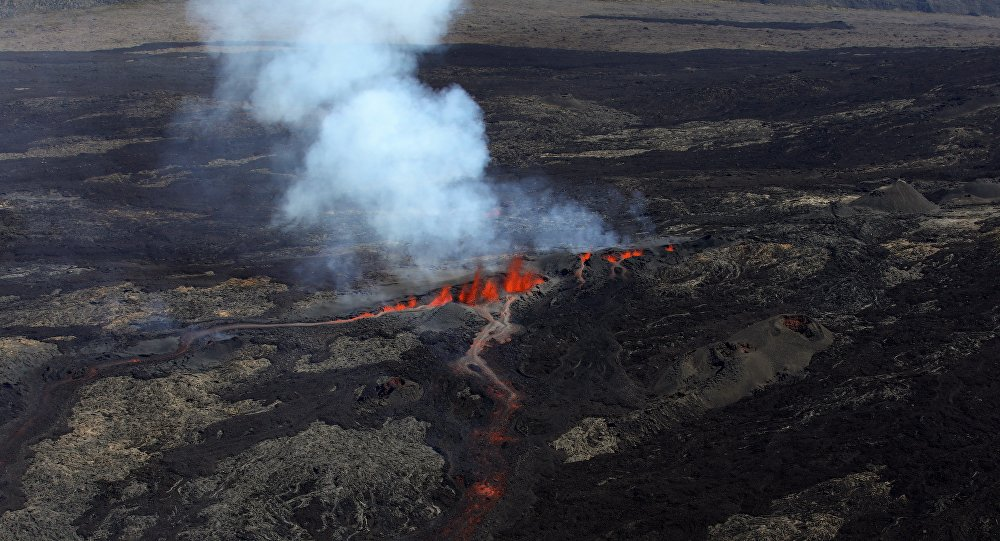 Vulcão entra em erupção no Pico de Fornalha, ilha da Reunião, França, 15 de setembro de 2018 (imagem referencial)