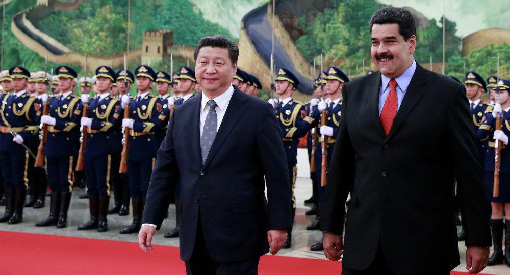 O presidente chinês Xi Jinping com o presidente da Venezuela Nicolás Maduro durante a visita do último à China