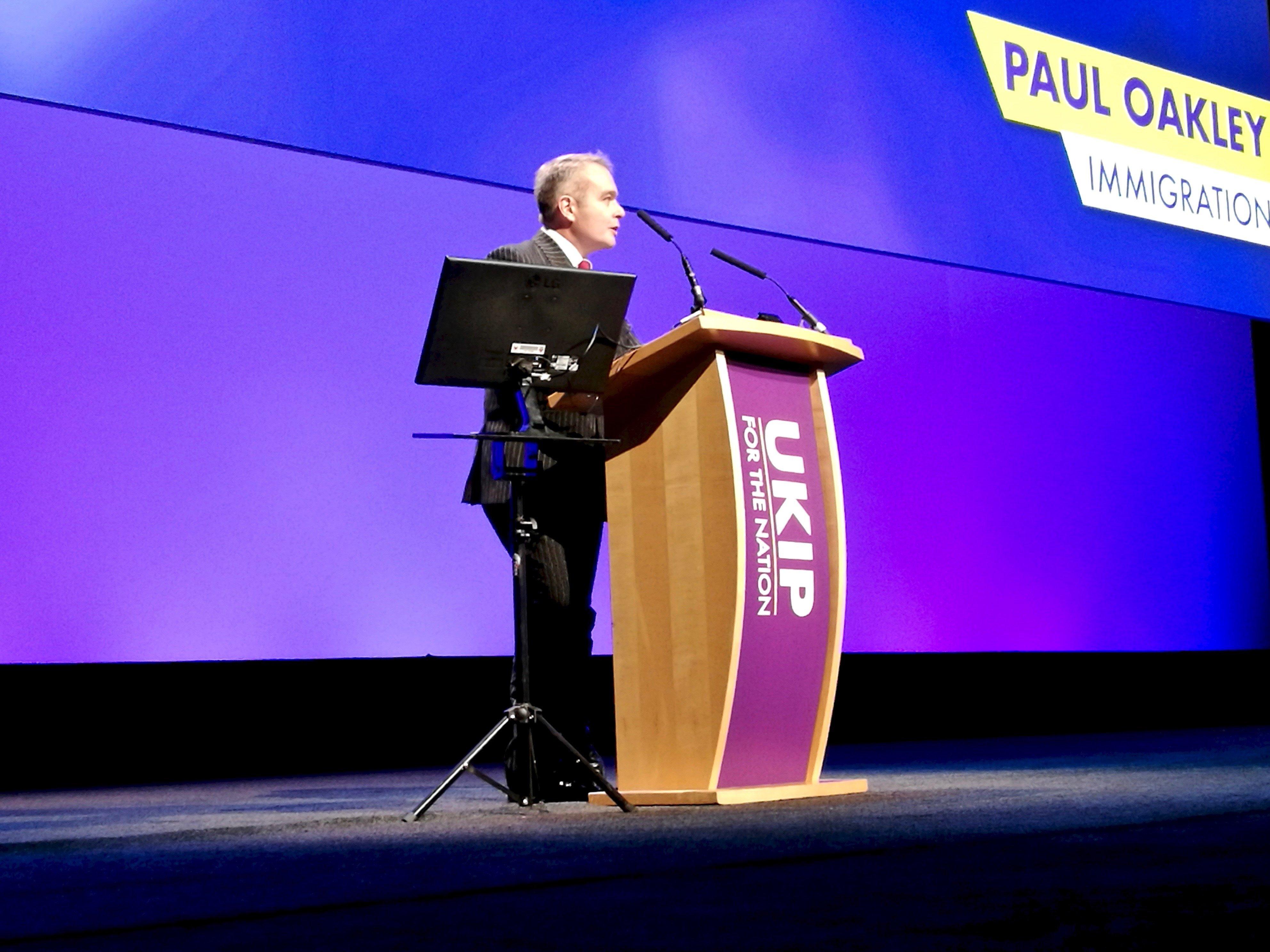 Paul Oakley fala sobre a nova política de imigração do UKIP na Conferência UKIP de 2018 em Birmingham