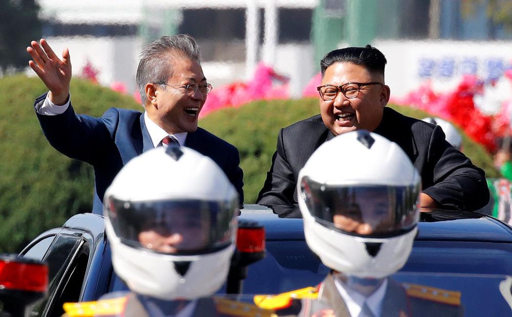 Presidente sul-coreano, Moon Jae-in, e seu homólogo Kim Jong-un, em Pyongyang