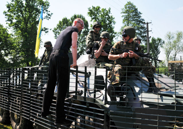 Primeiro-ministro da Ucrânia com militares dos EUA