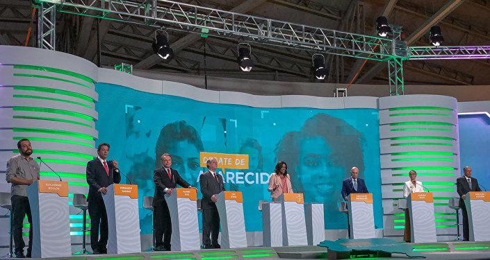 Presidenciáveis durante o debate na TV Aparecida