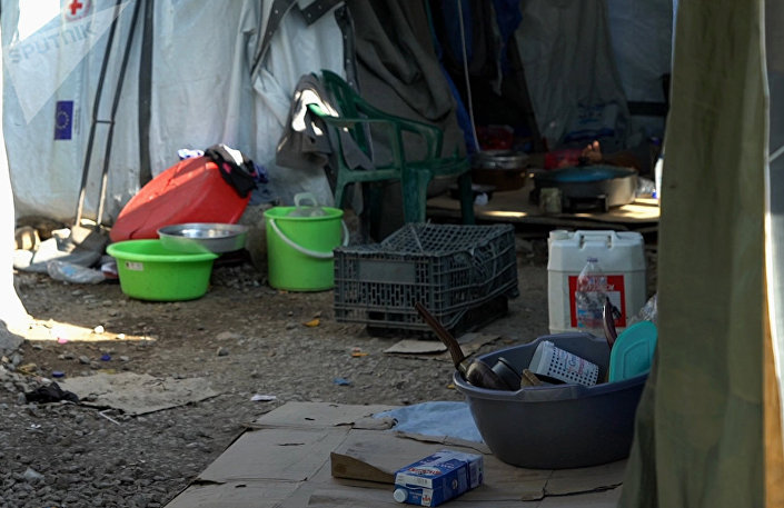 O interior de uma tenda no campo