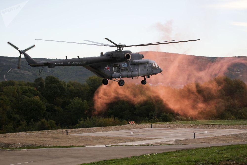 Helicóptero Mi-8AMTSh durante exercícios conjunto militares entre as Tropas Aerotransportadas russas e Forças de Operações Especiais bielorrussas