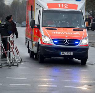 Ambulância e veículos da polícia alemã (foto de arquivo)