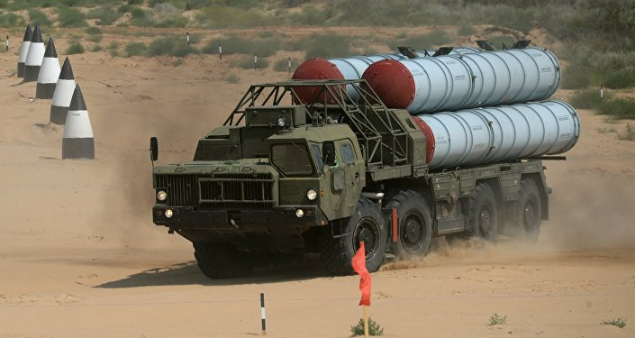 Sistema de mísseis antiaéreos S-300 em competição internacional realizada como parte dos Jogos Internacionais do Exército 2016 no campo de treinamento russo de Ashuluk
