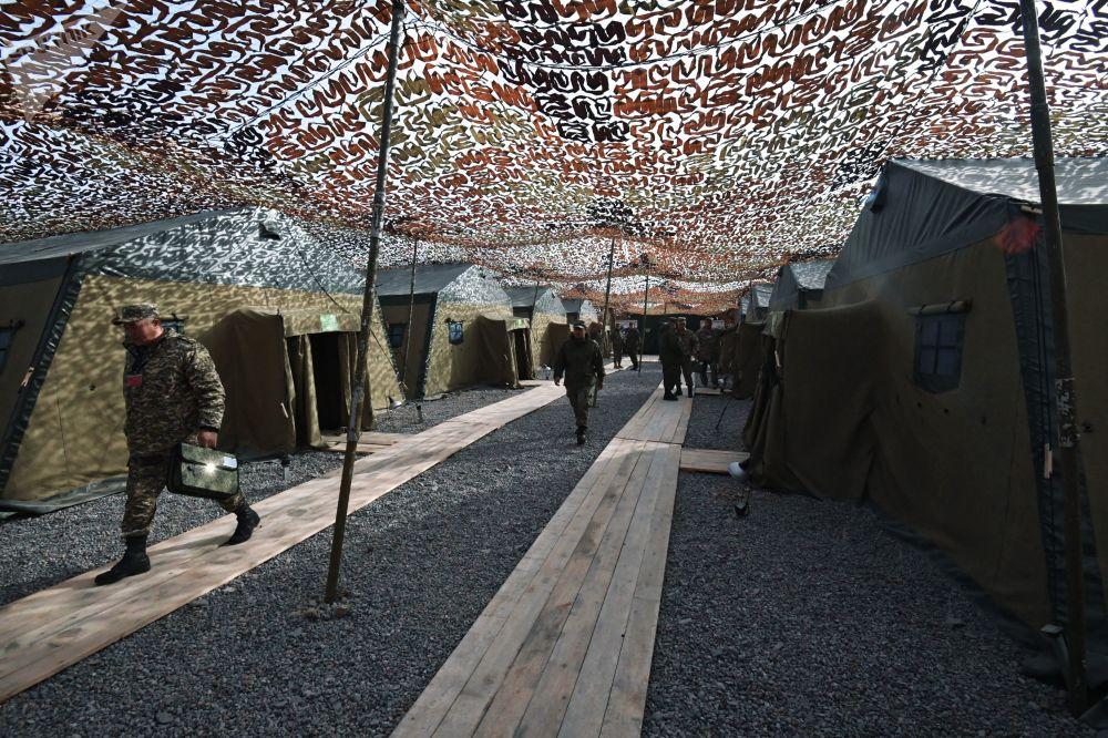 Militares no decorrer das manobras de comando com o contingente militar das forças coletivas de reação rápida da Organização do Tratado de Segurança Coletiva, Vzaimodeistvie 2018 (Interação 2018)