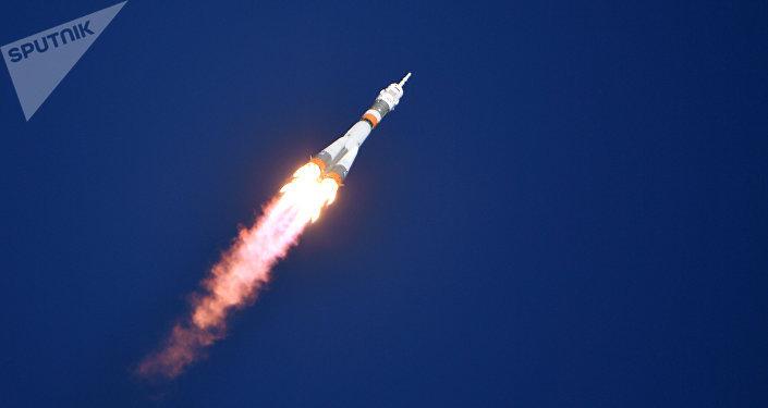 O foguete-portador Soyuz-FG com a espaçonave tripulada Soyuz MS-10 logo após lançamento do cosmódromo de Baikonur, 11 de outubro de 2018