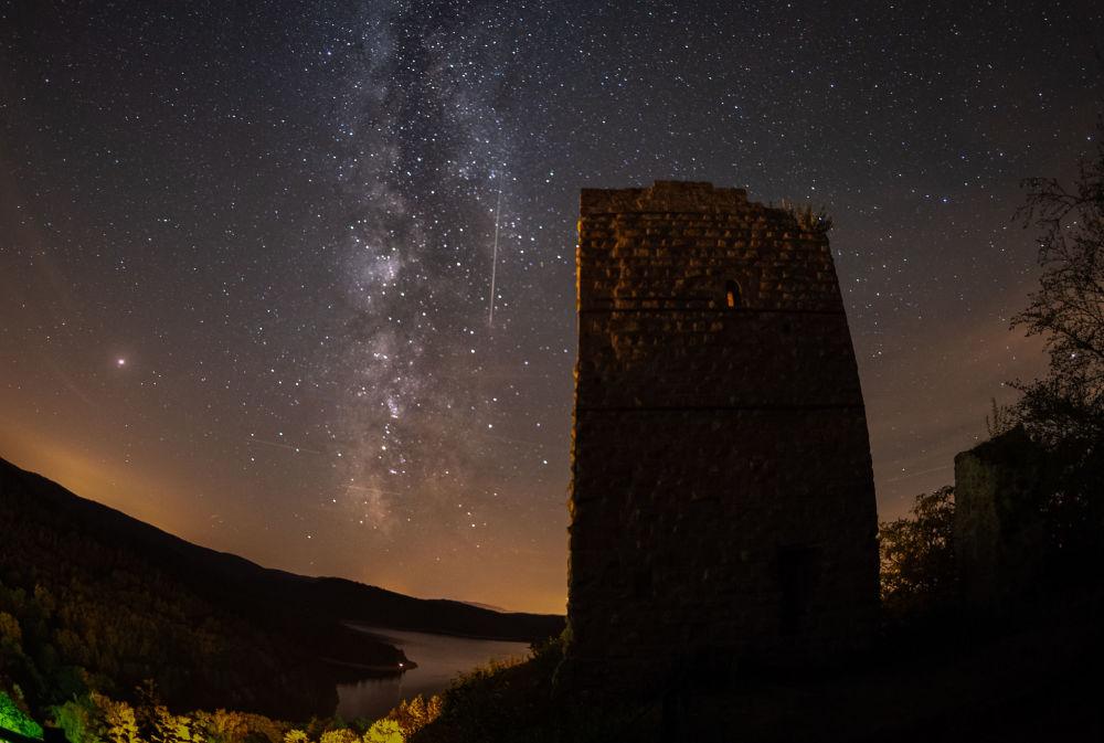 Meteoro cai em meio à Via Láctea no céu do leste francês