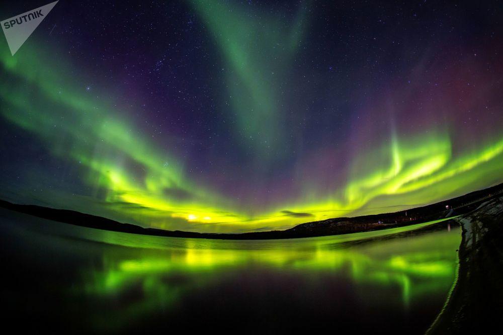 Aurora boreal nos arredores do rio Ura, na região russa de Murmansk