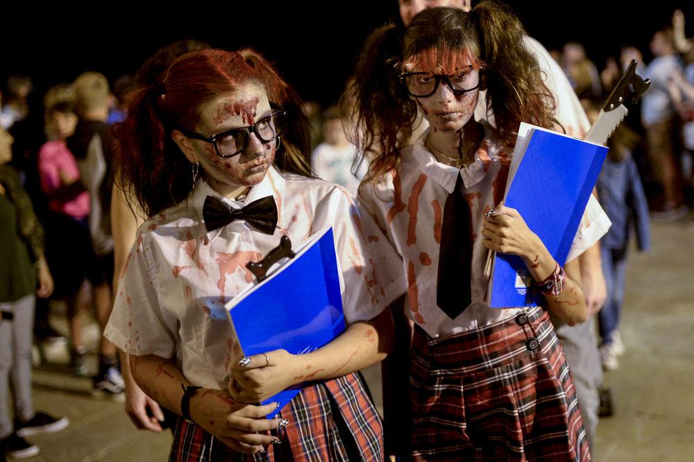 Participantes do evento Passeio de Zumbis, na Espanha