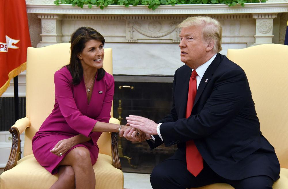 Presidente dos EUA, Donald Trump, com a representante estadunidense junto à ONU, Nikki Haley