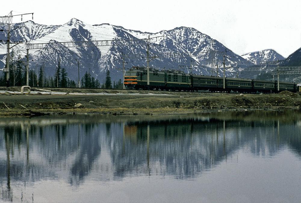 Linha ferroviária russa Baikal-Amur, que atravessa a Sibéria Oriental e o Extremo Oriente Russo, ligando o lago Baikal ao rio Amur