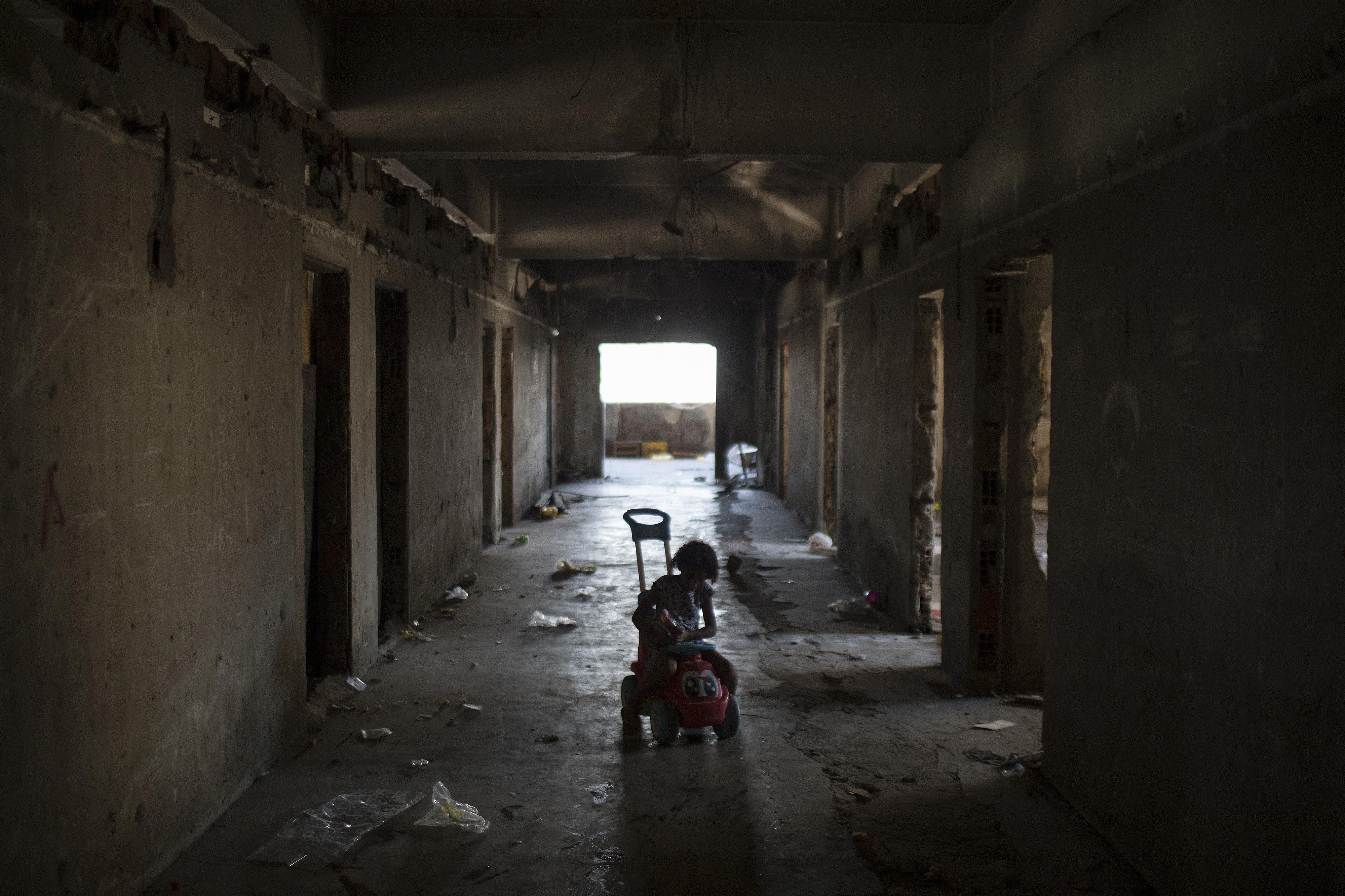 As crianças são as principais vítimas do aumento da pobreza no Brasil