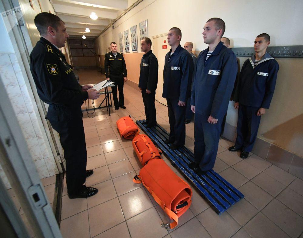 Marinheiros da Frota do Pacífico durante exercícios navais em um centro de preparação na cidade de Vladivostok