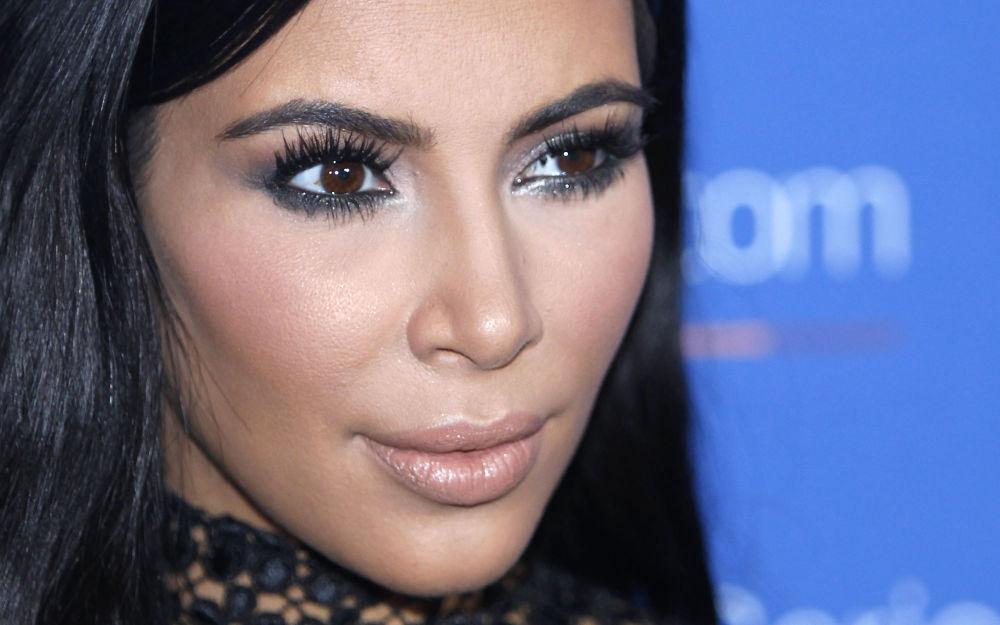 Kim Kardashian posa para fotos durante o Festival de Cannes, na França, no ano de 2015