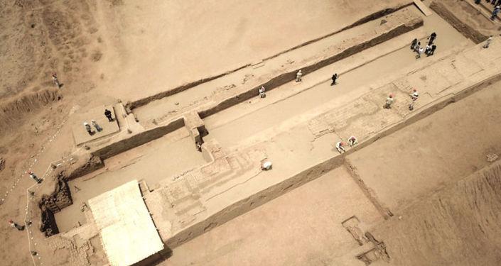 Corredor cerimonial descoberto em Chan Chan, Peru, visto de cima
