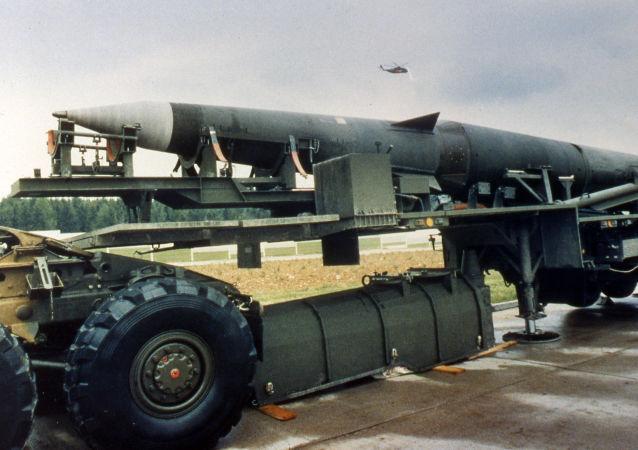 Míssil balístico intercontinental de médio alcance Pershing II na base norte-americana na Alemanha