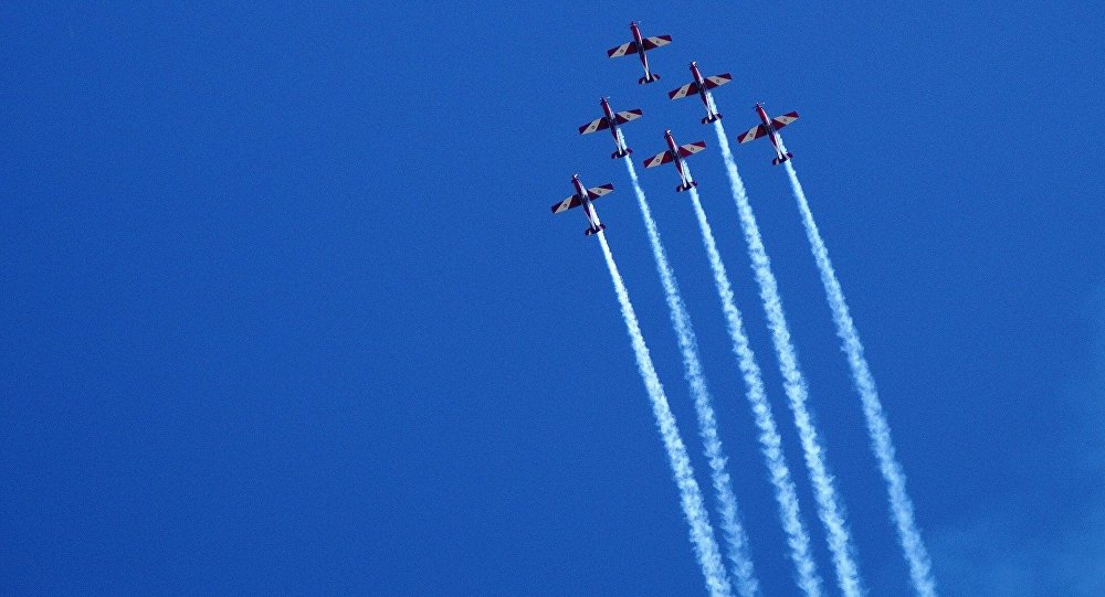 Rastros de aviões  (imagem referencial)