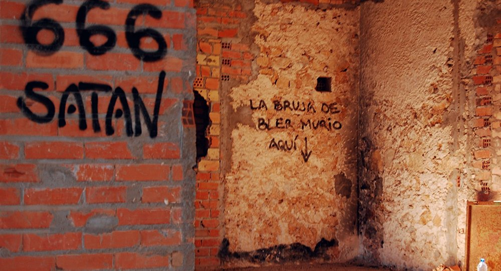 Muro com inscrições satânicas (imagem referencial)
