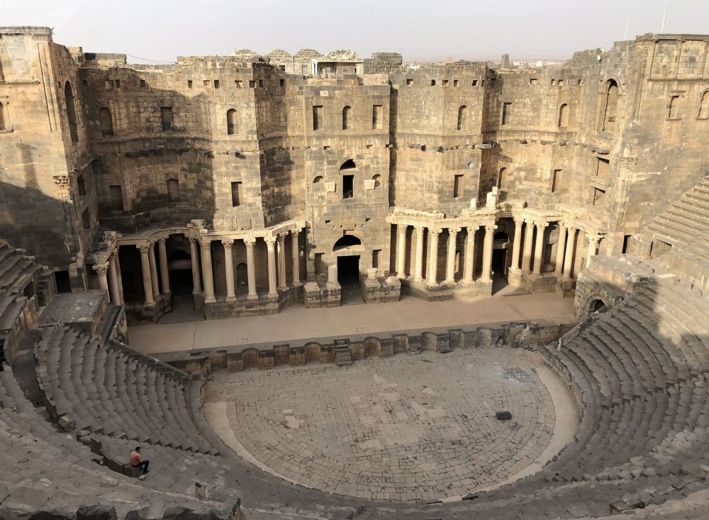 Anfiteatro romano na cidade de Bosra, na província síria de Deera