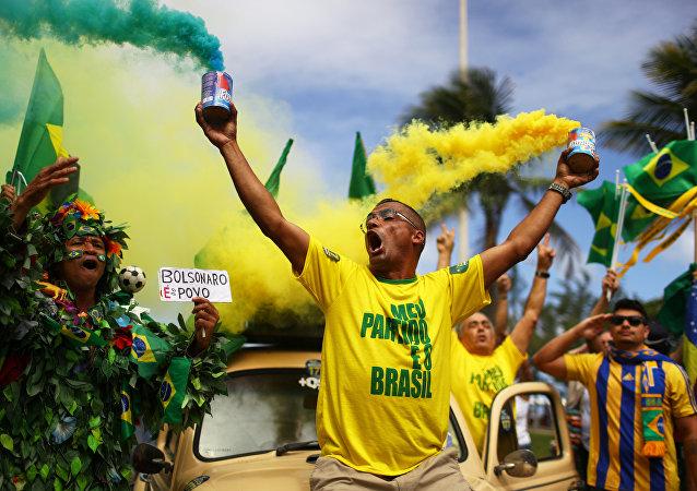 Simpatizantes de Jair Bolsonaro se manifestam no dia da eleição, em RJ, em 28 de outubro de 2018