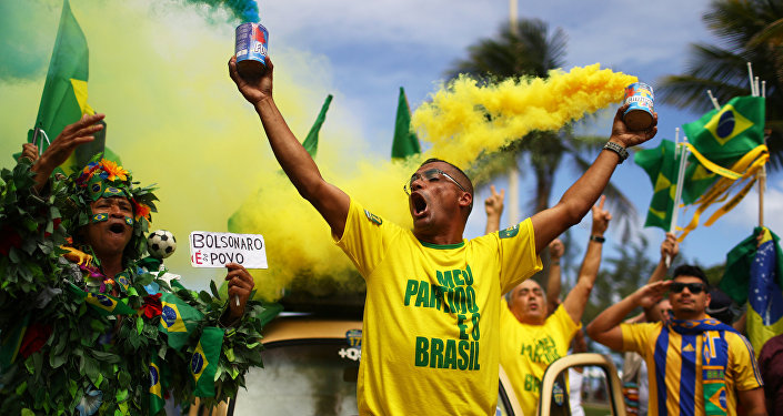 Simpatizantes de Jair Bolsonaro se manifestam no dia da eleição, no RJ, em 28 de outubro de 2018