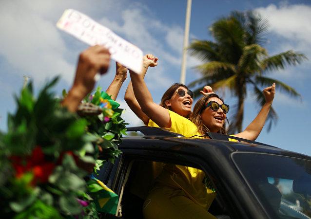 Apoiantes de Jair Bolsonaro no dia da eleição, no RJ, em 28 de outubro de 2018