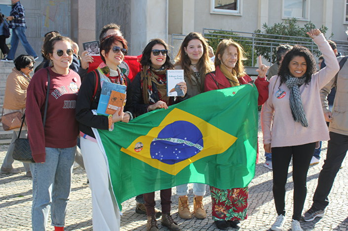 Apoiadores de Fernando Haddad (PT) durante o segundo turno das eleições em Lisboa, Portugal