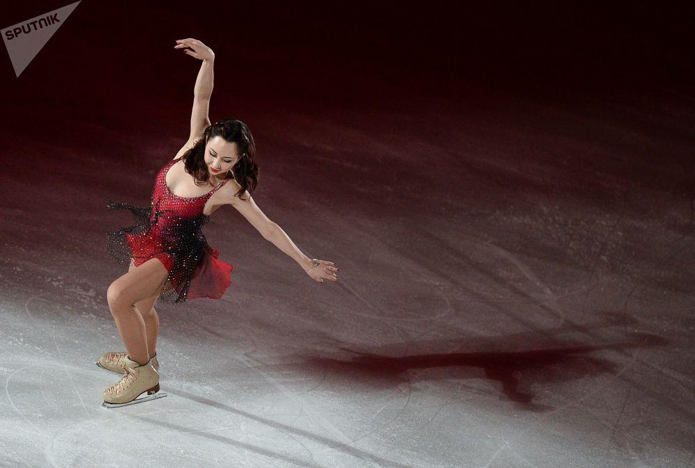 Patinadora russa Elizaveta Tuktamysheva se apresentando no Campeonato Mundial de Patinação Artística no Gelo em Xangai de 2015
