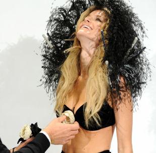 Modelo Marisa Miller durante preparação para o fashion show da Victoria's Secret 2008, em Nova York