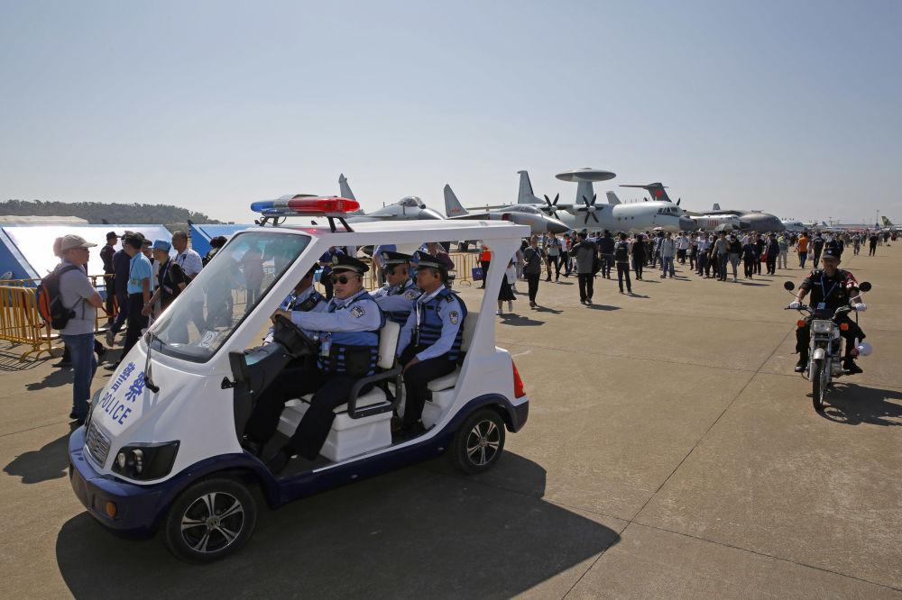 Patrulha policial na Exposição Internacional de Aviação & Aeroespacial da China 2018