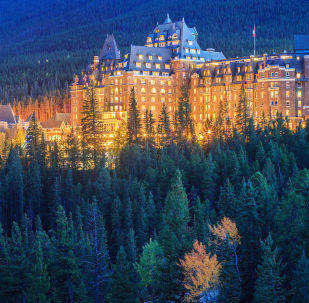 O hotel Fairmont Banff Spring, no Canadá, foi inaugurado ainda no século XIX e desde então está rodeado de lendas ligadas com fantasmas. A maior fama tem o sétimo andar do prédio, onde se encontra o suposto quarto tapado.
