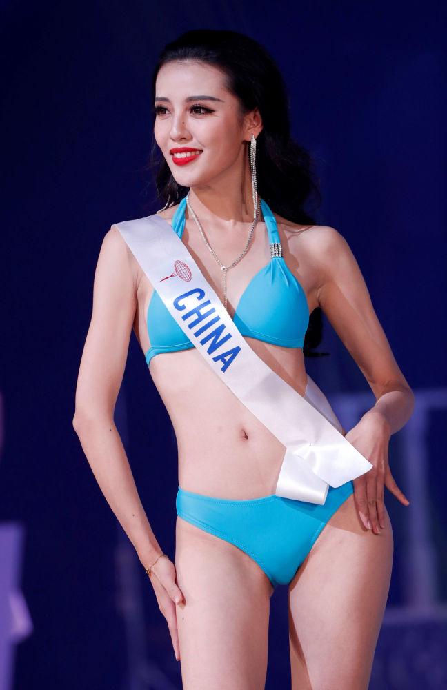 Miss China, Wang Chaoyuan, se apresenta no palco durante o concurso Miss Beleza Internacional 2018, em Tóquio, em 9 de novembro de 2018