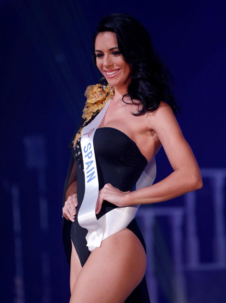 Miss Espanha, Susana Sánchez Hernández, se apresenta no palco durante o concurso Miss Beleza Internacional 2018, em Tóquio, em 9 de novembro de 2018