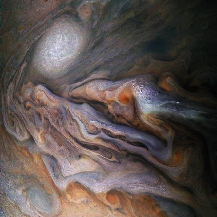 Nuvens de Júpiter gravadas pela sonda espacial da NASA